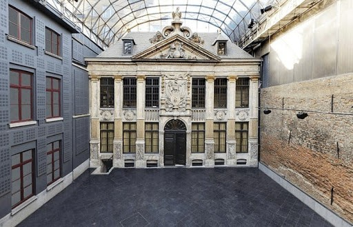 Quintessential Courtyard with Unique Terrace for in Brussels