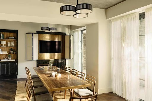 Sleek Dining Room for Intimate Meetings