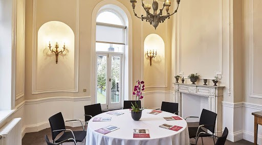Stylish Boardroom with Sophistication