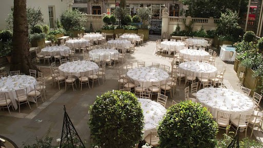 Western Courtyard in London with a Glass Roof
