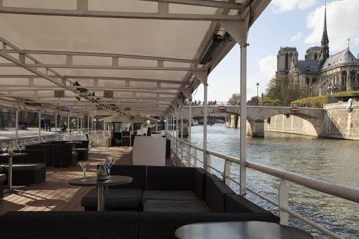 Unique and Modern Boat Venue over the Seine