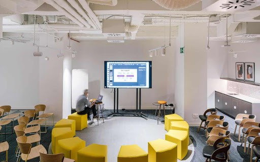 Bright Discussion Space for Hire in Madrid
