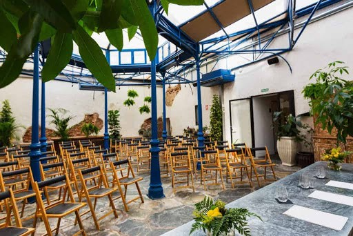 Charming and Luminous Venue