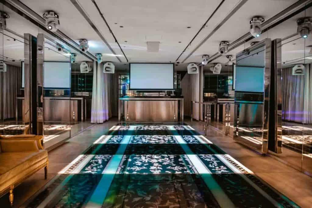 Elegant Seminar Space