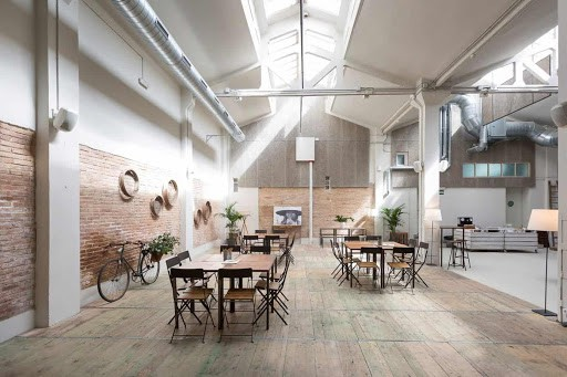 Luminous Private Dining Space in Barcelona with Rustic Character tr