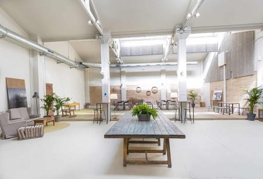 Luminous Seminar Room for Hire in Barcelona