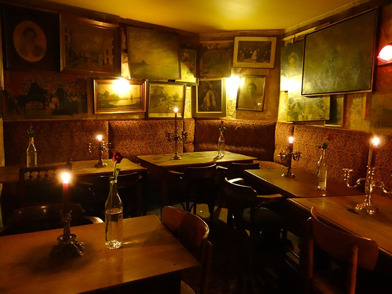 vintage-style-bar