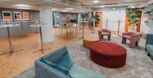 Lounge venue in bright and soft colours in Stockholm City. Suitable for afterworks, exhibitions, afterworks, receptions and networking events
