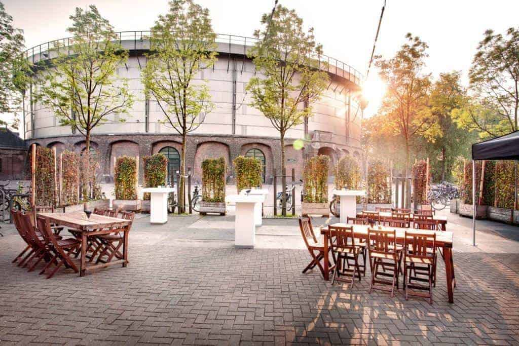 Casual and airy outdoor venue in Westerpark, Amsterdam. Industrial courtyard with green.