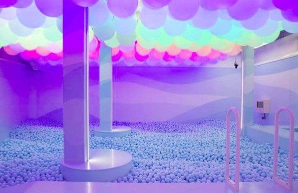 Dazzling and playful event space for extraordinary events with instagrammable decors