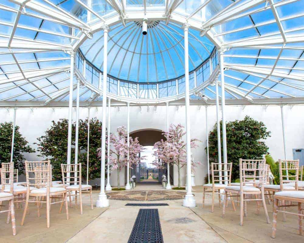 Spectacular conservatory for various events such as canape receptions or evening cocktails.