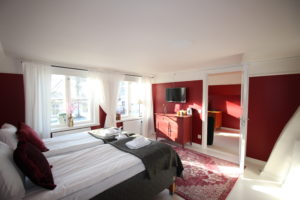 Lake view accommodation to relax in Stockholm. Hotel for business trips.